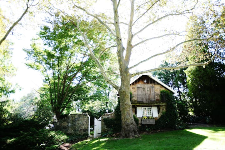 Charming Stone Cottage - New Hope - House