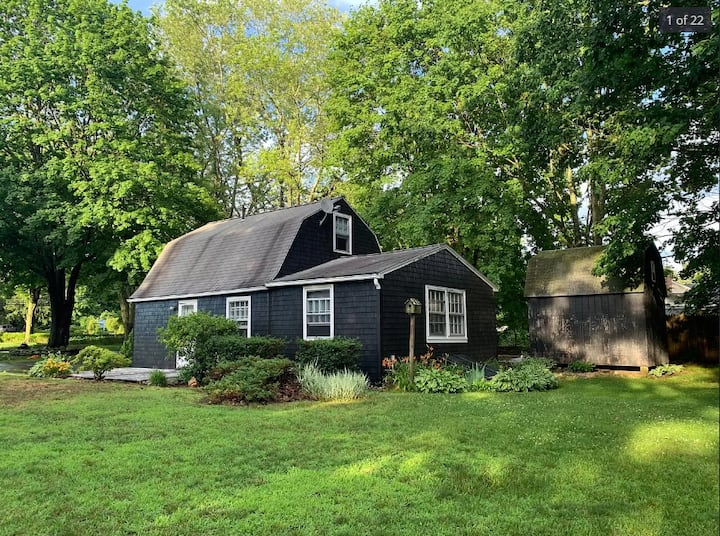 Charming Waterfront Cottage in Waterford, CT