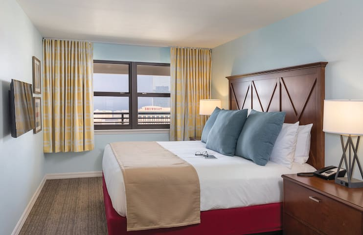 1 BEDROOM SUITE - Indoor Pool - Rooftop Hot Tub!
