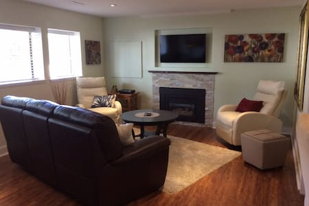 Upscale, Spotless Suite in Langley/Brookswood - Langley - Casa