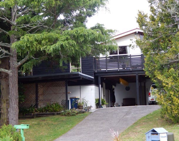 Cosy bush apartment in a quiet cul-de-sac - Titirangi - Leilighet