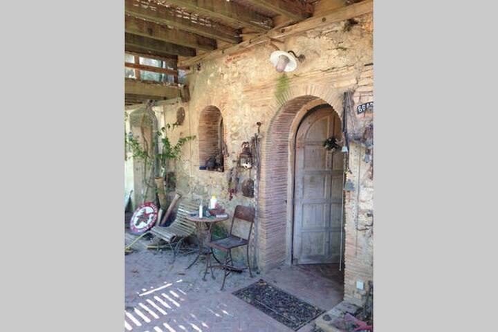 Chambre avec vue dans mas du 16eme siecle - Salses-le-Château - House
