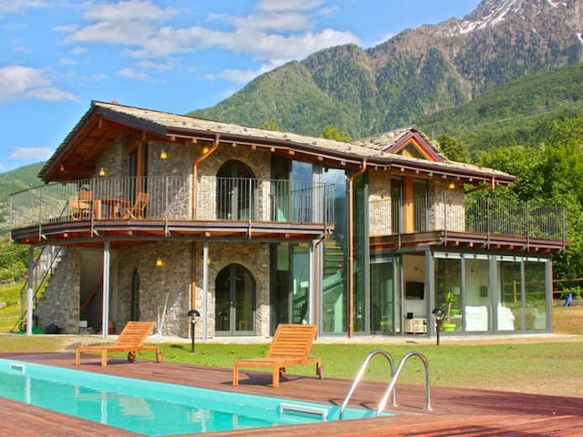 Veridiana SP villa with pool