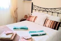 Muchos juegos de calidad para mí cama de 135 cms. Aquí se puede ver otro estilo de decoración y las toallas para la playa