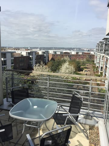 One bed by Gunwharf & Dockyard w parking & terrace - Portsmouth  - Flat