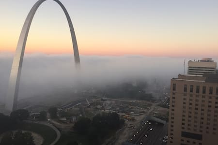 Penthouse- Best view in the Lou - St. Louis