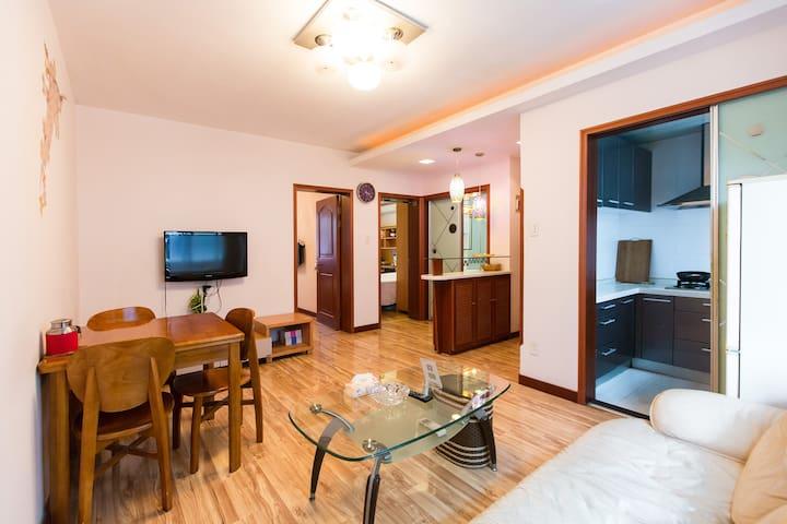 我家就在西湖边,唯美南山路,吴山广场河坊街地铁精装标准2房大客厅 - Hangzhou Shi - Rumah bandar