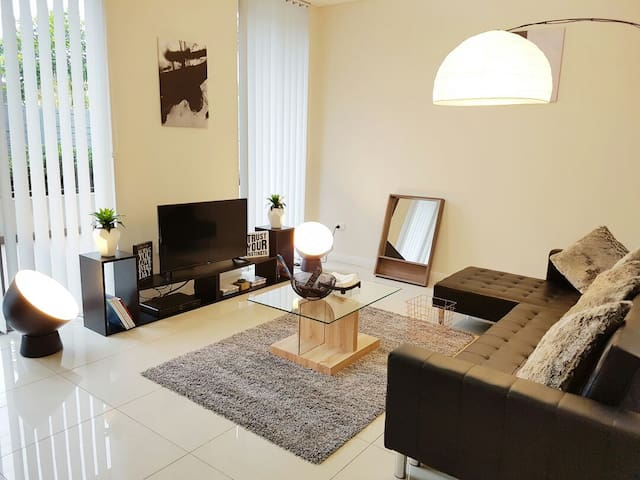 Secured Apartment 4 Bedroom near Airport & CBD