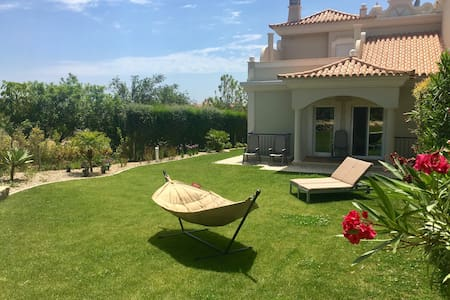 Villa w/ private garden & pool - relaxing stay