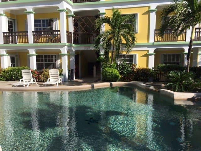 Oasis 8 - Belize District - Apto. en complejo residencial