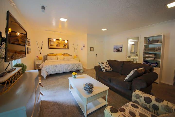 Large Private Suite in Elite Neighborhood w/ pool