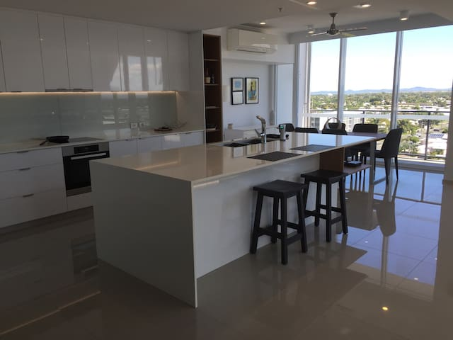 Luxury Whitsunday 2BD Penthouse - Mackay - Apartment