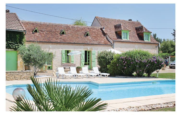 Holiday cottage with 2 bedrooms on 160 m² in La Force