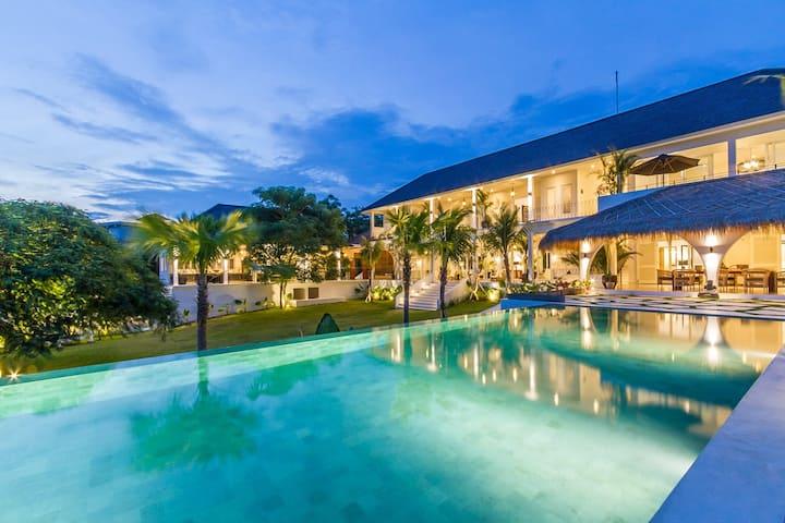 Luxury Sea View 5 Bedroom Villa Close to Omnia