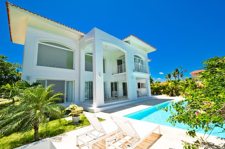 4 BR Villa with Pool and Golf view - Punta Cana - Punta Cana - Casa