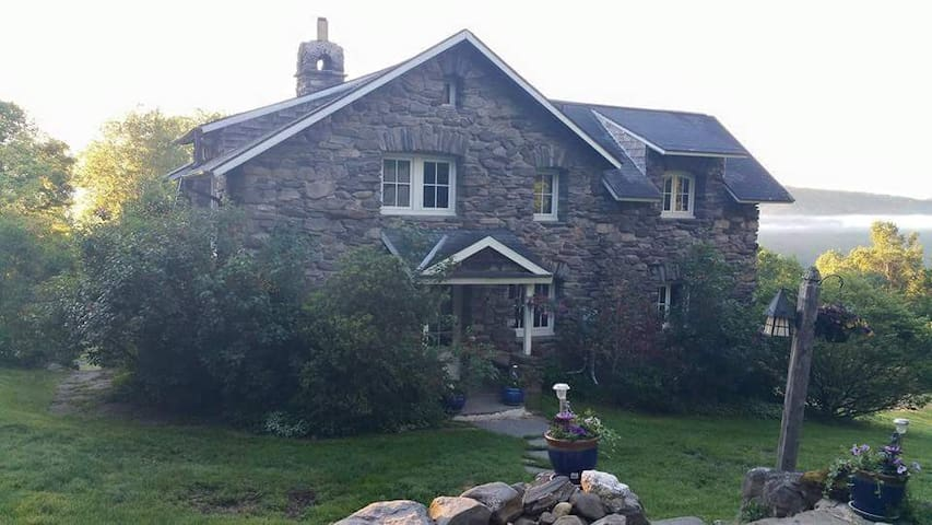 Beautiful Stone House Near Northampton/Berkshires - Huntington - Huis