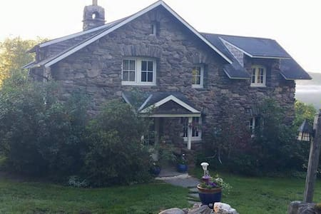 Beautiful Stone House Near Northampton/Berkshires - Huntington