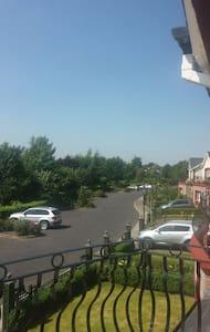 Overlooking Mount Wolseley Golf Course - Haus