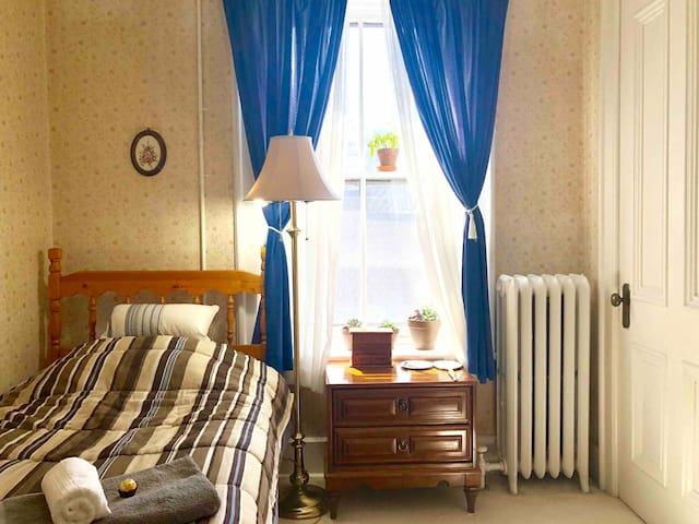 Cute room with closet great location Uptown