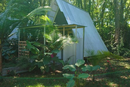Open-air A-frame Cabina 4 w/pool steps from beach