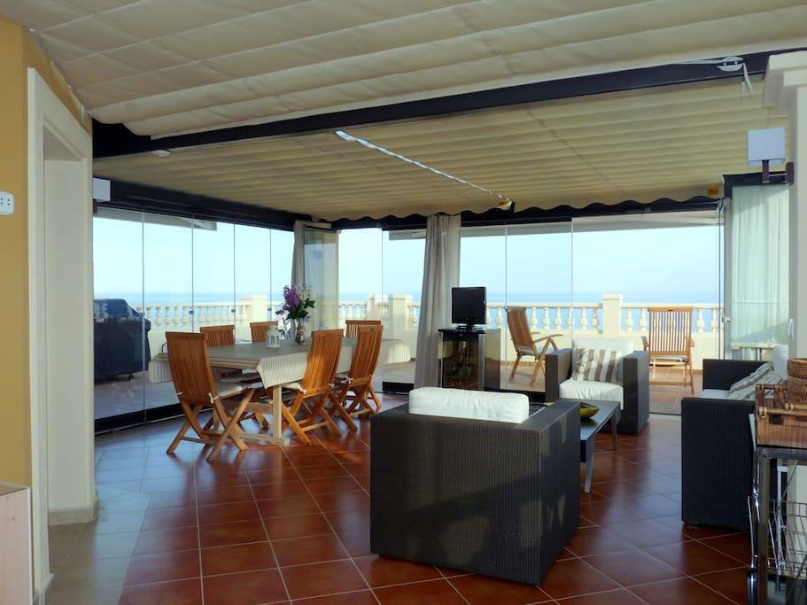 Salón terraza acristalada