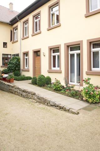 Haus im Weindorf