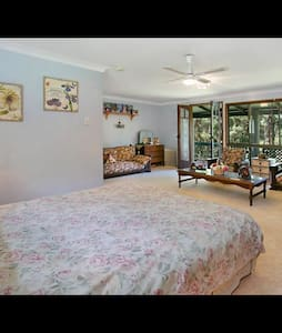 Country charm 10 minutes from Burleigh beach - Reedy Creek