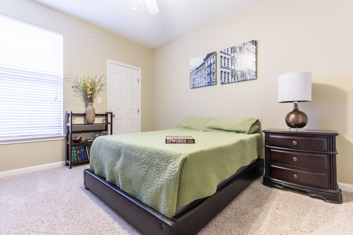 "Your ""Suite"" Home Away from Home - Carrollton - Apartment"