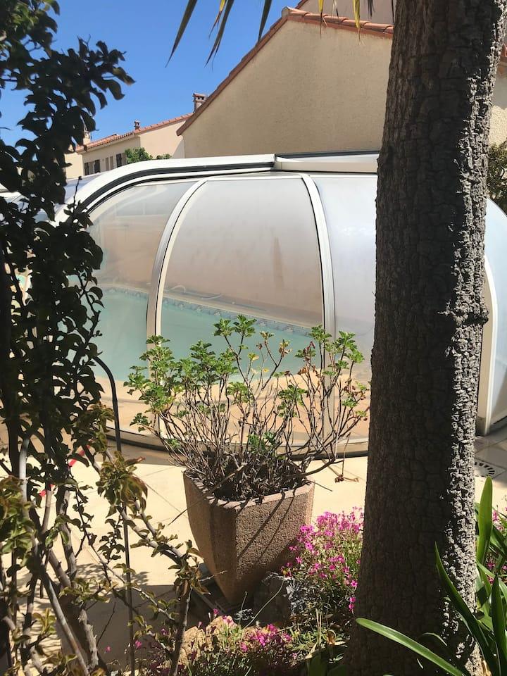 Villa 11 pers,piscine privée,150 m plage & village