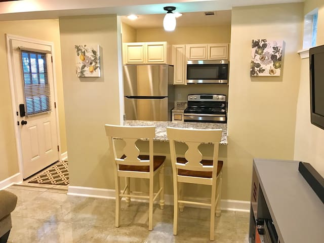 Beautiful private guest home, 15 mins to downtown - New Orleans  - 平房
