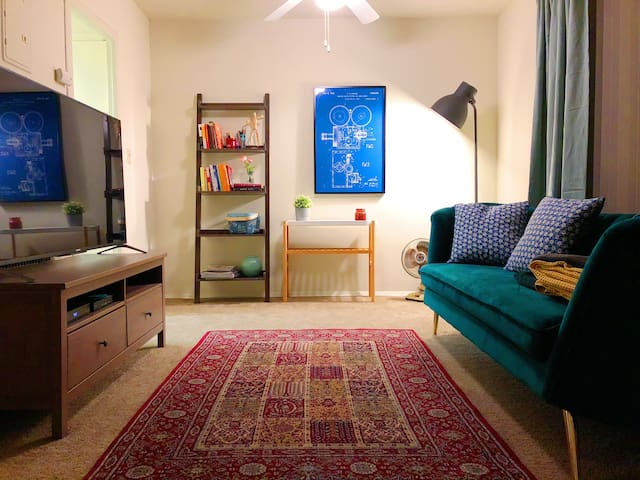 Big Townhouse Guest Room in LA For Male Friends!
