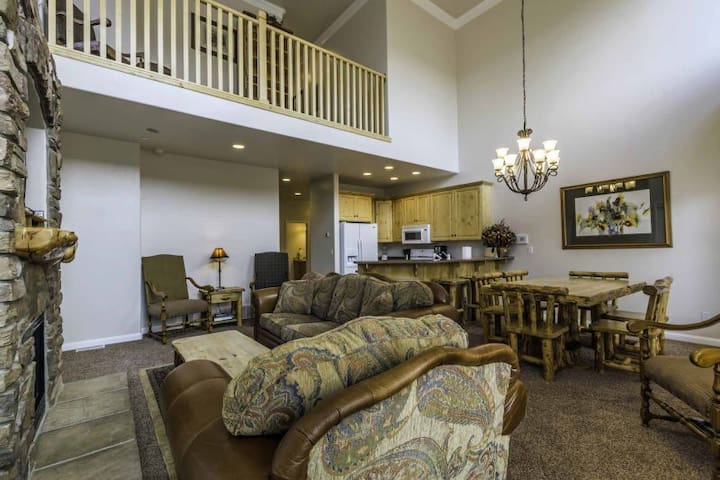 Unit 17| 3 Bedroom - Closest lodging to Snowbasin- discount lift tickets-pet friendly