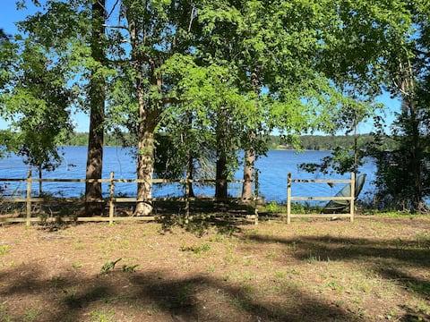 Erma's Place - Toledo Bend Lakefront Log Cabin