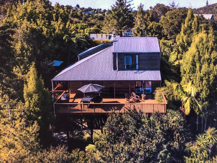 """Charming Bay of Islands Bush Hideaway"""
