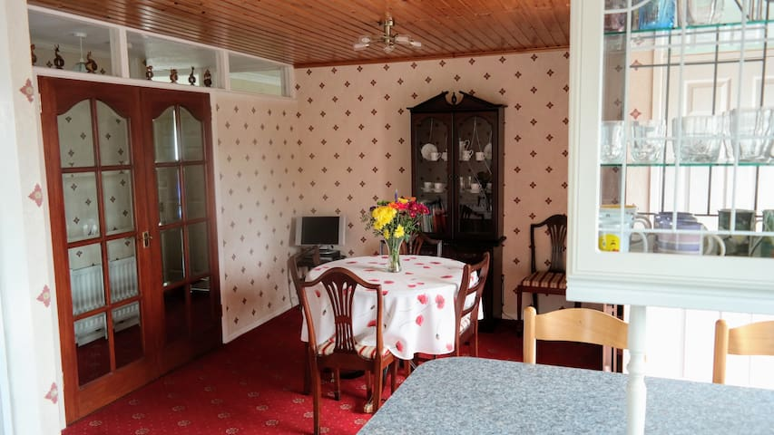 Fully equipped spacious bungalow, great location!