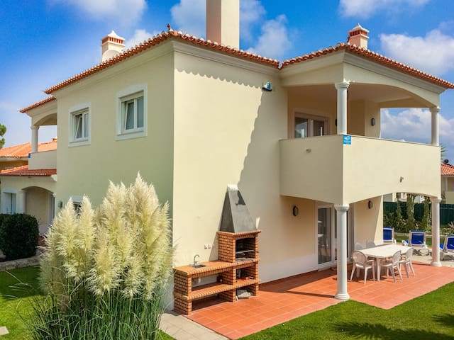Villa With Private Pool, 300m From Obidos Lagoon, Sleeps 8