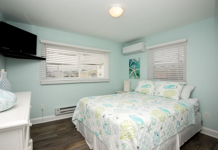 Relaxing master bedroom with queen bed!  Furnishings are brand new throughout the house!
