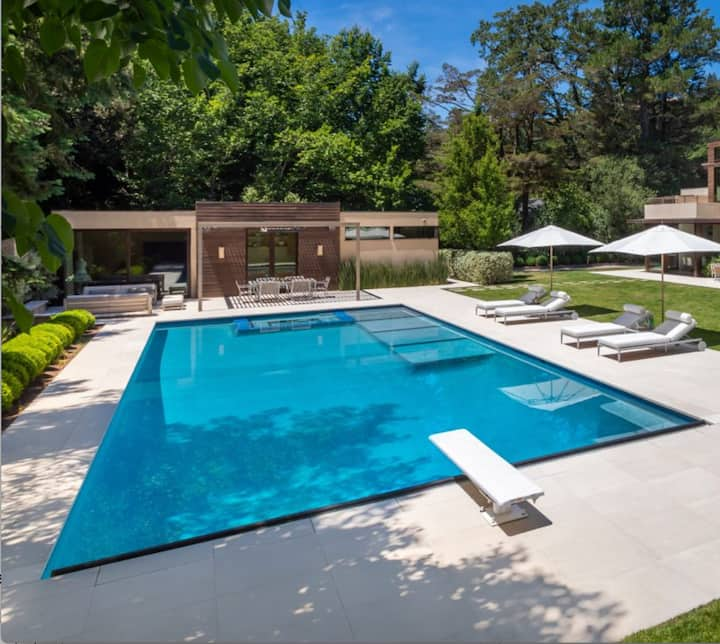 Romantic Guest Cottage w/ Private Pool in Ross