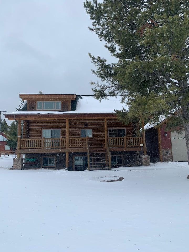 Custom Log Lakehouse @ Georgetown Lake