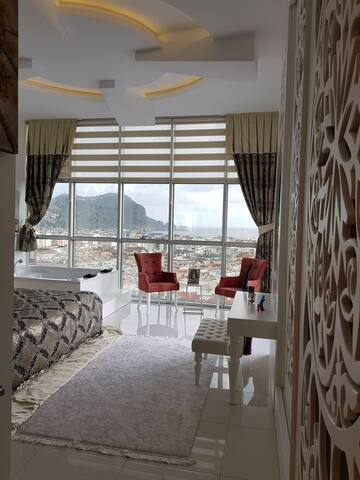 Luxury 3+1 Penthouse in Alanya Cleopatra Beach