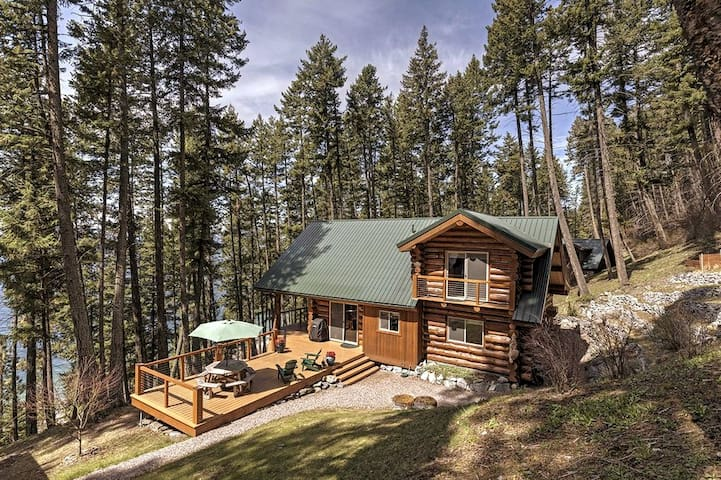 Log Cabin Retreat, 3 Bedrooms in 2 Private Homes