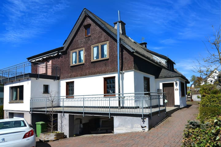 Detached house with sauna, 50m from ski lifts
