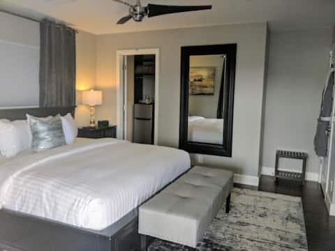 Lux Mountain View Retreat on 5 Acre Estate/Hot Tub