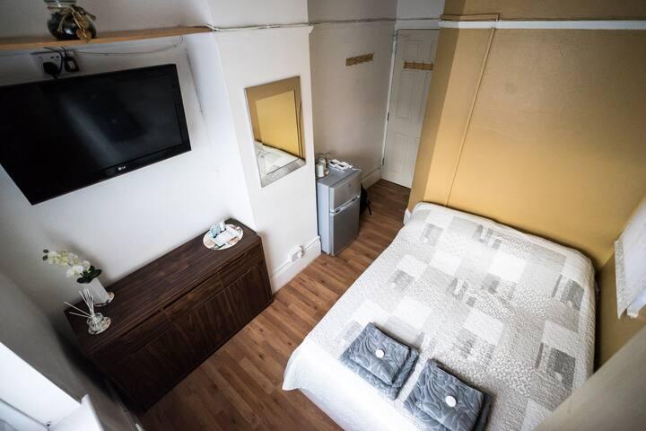 Double room near Canary Wharf, Westfield, O2 arena