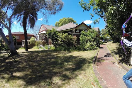 Luxury room in a historic house, big outdoor space - Burwood Heights - House