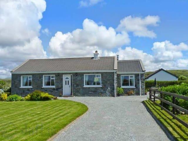 Stone cottage Claddaghduff, Clifden - Galway - Casa