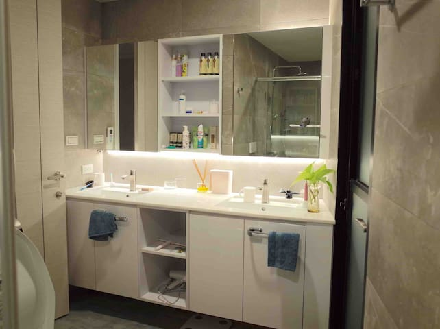 3F 共用浴室  3F Shared Bathroom