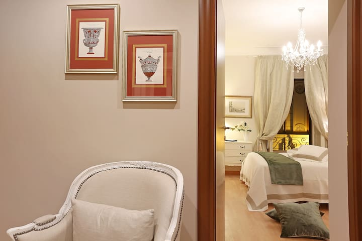 Vite Apartment - 5 minutes from the Spanish Steps!