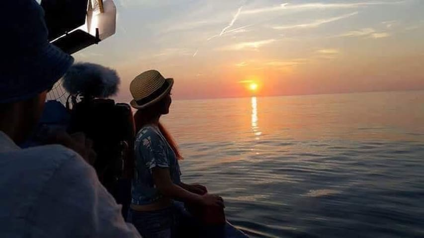周邊導覽體驗;夏日潛水活動;冬日私房宵夜;門口就是大海,頂樓看日出! - 基隆 - Mercusuar