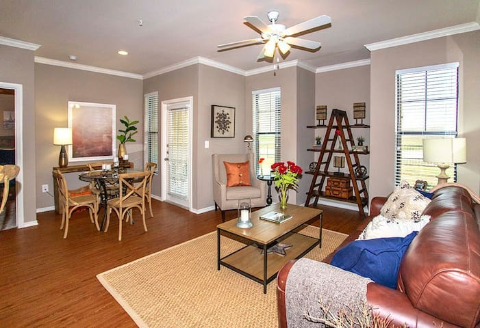 1BR w/ spectacular location in Benbrook